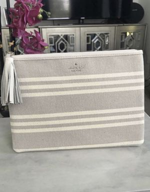 NEW Kate spade ♠️ pouch for Sale in Tampa, FL