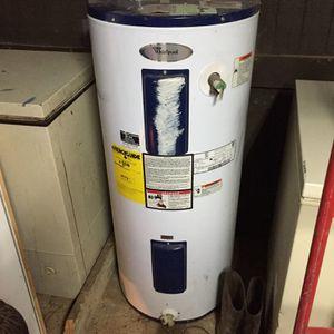 40 Gallon Whirlpool Water Heater for Sale in Deville, LA