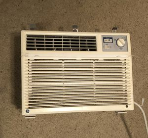 Window AC Unit - General Electric (no side fan) for Sale in Queens, NY