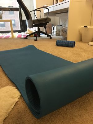 Thick yoga mat for Sale in Chicago, IL