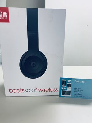NEW IN BOX Beats solo3 solo 3 wireless Bluetooth headphones for Sale in Fresno, CA