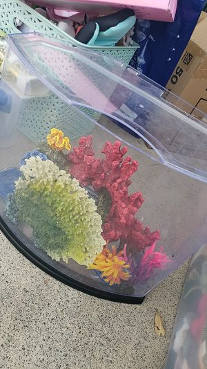 Fish tank with accessories for Sale in Las Vegas, NV