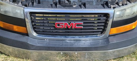 2008 Gmc Savana Front BUMPER ,GRILL, LIGHTS& RADIATOR SUPPORT . FITS 2003 TO 2017 GMC SAVANA for Sale in Baldwin,  NY