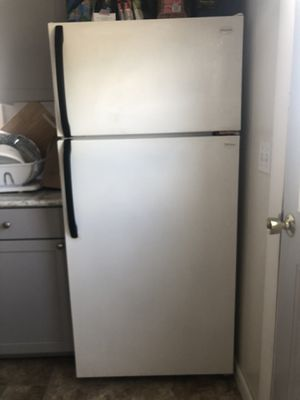 Refrigerator FRIGIDAIRE for Sale in Biddeford, ME