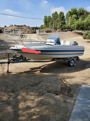 17' Bayliner Trophy Center Console Boat w/trailer for Sale in Santa Clarita, CA