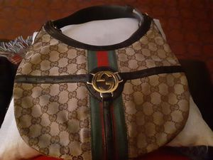100%AUTHENTIC gucci with dust bag for Sale in San Antonio, TX