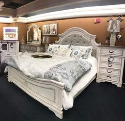 🏡Dresser Mirror nightstand Bed Chest Queen.. Realyn Chipped White Panel Bedroom Set (( Full Twin King Size Available)))) for Sale in Austin,  TX