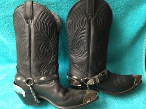 SILVER TIPS AND HEELS, CHAINS AND BUCKLES, BLACK BOOTS, 8 1/2 M (Woman's) for Sale in Menifee, CA