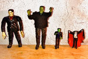 LOT OF VINTAGE MONSTER FIGURES for Sale in Los Angeles, CA
