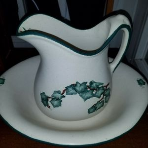 IVY PITCHER AND BOWL SET for Sale in Snohomish, WA