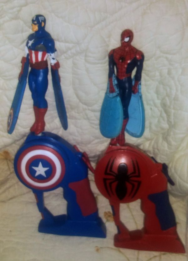 Flying Whirly Spiderman and Captain America Action Figures