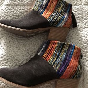 Toms Authentic New 2.5 Inch High Heel/ Size 8 With Tassel in back Zipper for Sale in Fresno, CA