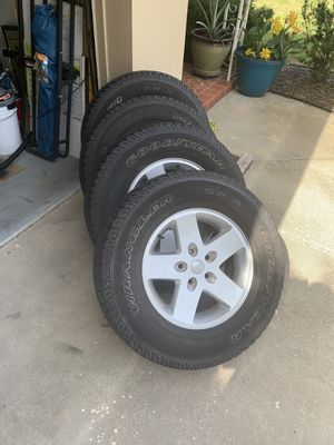 """Jeep Wrangler 17"""" wheels and tires for Sale in Belleair, FL"""