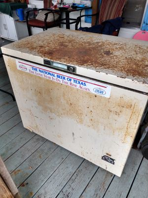 Kenmore deep freezer used a little Rusty but works like new for Sale in Goliad, TX