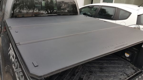 2016 Toyota Tacoma Oem Tonneau Cover Short Bed Like New For Sale In Lawndale Ca Offerup