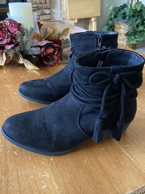 Girls suede black boots (size 4) for Sale in Goodyear, AZ