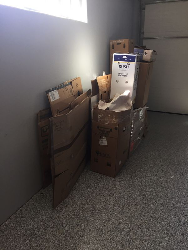 Free Moving Boxes and Packing Materials