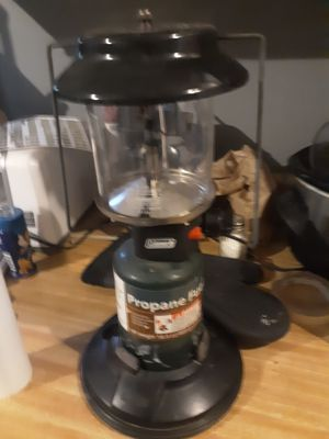 COLEMAN DUAL BURNER PROPANE LANTERN for Sale in East Peoria, IL