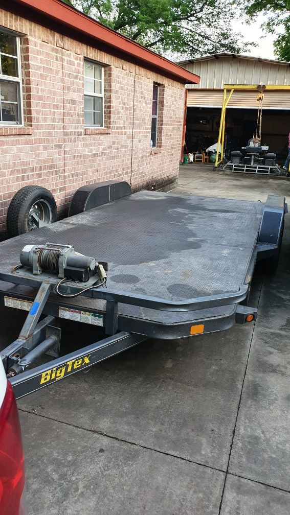 Car hauler trailer with ramps