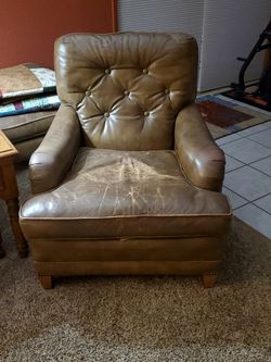 Leather Chair for Sale in East Wenatchee,  WA
