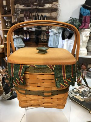 Longaberger Cranberry Basket With Wood lid (west side) for Sale in El Paso, TX