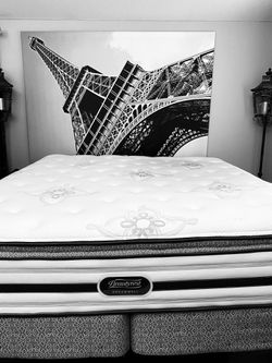 TOP OF THE LINE SIMMONS BEAUTYREST DREAMWELL LUXURY FIRM SUPER PILLOW TOP KING MATTRESS WITH MATCHING BOXSPRINGS! DELIVERY AVAILABLE FOR $50 for Sale in Clackamas,  OR