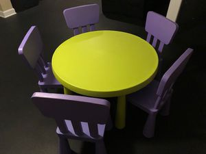 Kid's table with 5 chairs for Sale in Elmhurst, IL