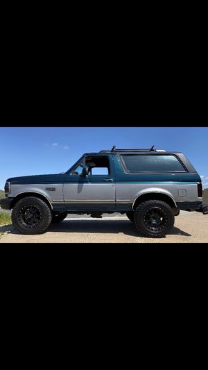 1995 ford bronco xlt 4x4 v8 5.8 for Sale in Perris, CA
