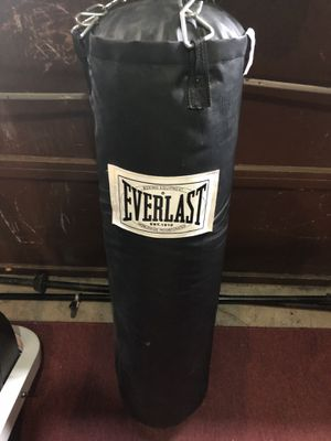 Everlast punching bag for Sale in Saugus, MA