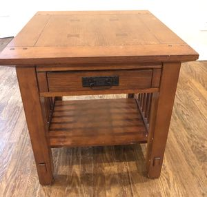 Wood End Table for Sale in Columbus, OH