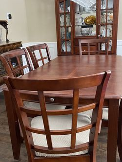 Dining Table With 6 Chairs And A Leaf for Sale in Chardon,  OH