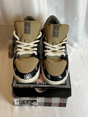 SB dunk Travis Scott's size 10 for Sale in Waldorf, MD