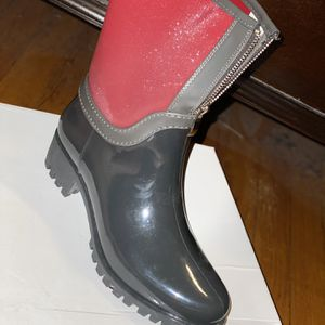 New rain boots for Sale in Chicago, IL