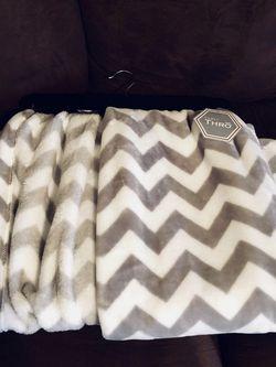 New Gray & White Throw Blanket for Sale in Nashville,  TN