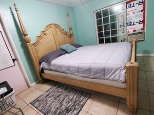 King Size Bed Set for Sale in Ontario, CA