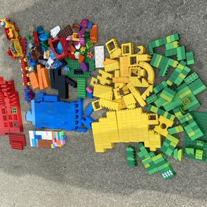 Lego Duplo 600 Pieces for Sale in Oakland, CA