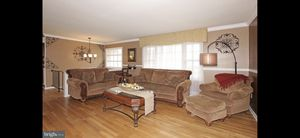 7 piece living room set to include love seat w- ottoman, large couch, smaller couch, one end table, coffee table and lamp. Asking $800 obo, must pick for Sale in West Springfield, VA