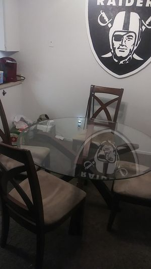 Dining table w/ 4 chairs for Sale in Fresno, CA