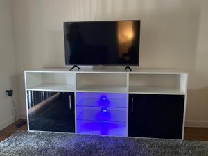 LED light/ black and white/ Stand TV for Sale in Pompano Beach, FL