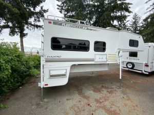 2000 11FT Fleetwood Elkhorn Truck Camper for Sale in Tacoma, WA