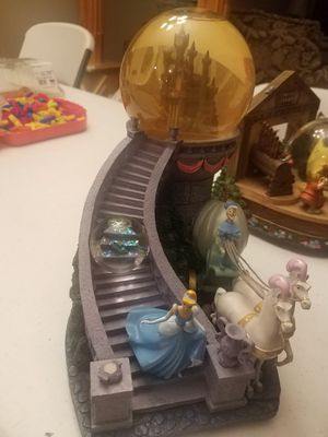 Disney Globes collectible for Sale in Dearborn Heights, MI