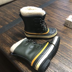 Snow Boots Size 1 For Boys New for Sale in Chicago, IL