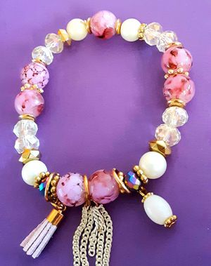 Shipping or PickUp: New goldtone lavender, white and clear acrylic bead bracelet with charms for Sale in Fullerton, CA