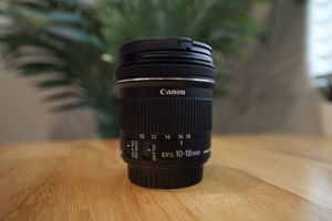 Canon 10mm-18mm EFS Lens for Sale in Bakersfield, CA