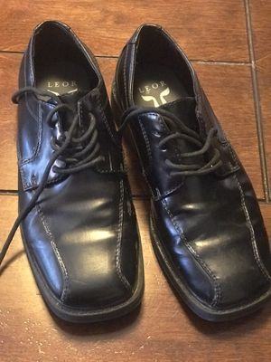 Free boy shoes size 3 1/2 for Sale in Stockton, CA