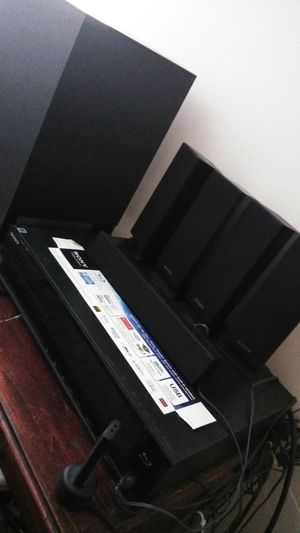 Sony Blu-ray 5.1 Surround sound system for Sale in Los Angeles, CA