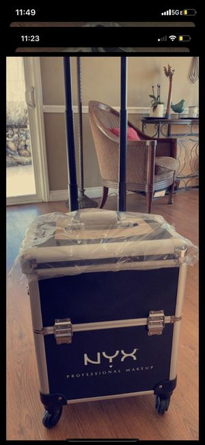 Makeup box for Sale in Bloomington, CA