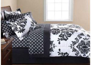 Black & White Damask Full Comforter & Sheet Set (8 Piece Bed In A Bag) for Sale in Philadelphia, PA