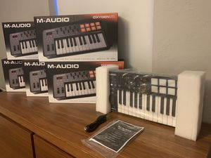 Limited time offer - Brand new M-Audio Midi Controller Keyboard 25 Keys for music production for Sale in Miami, FL