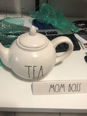 Rae Dunn Teapot and Mom Boss sign for Sale in Miami, FL